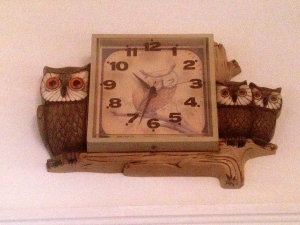 battery-powered 1970s owl clock